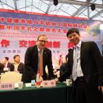 法国驻中国大使馆农业参赞帕唯(左)与黄大青博士(右)